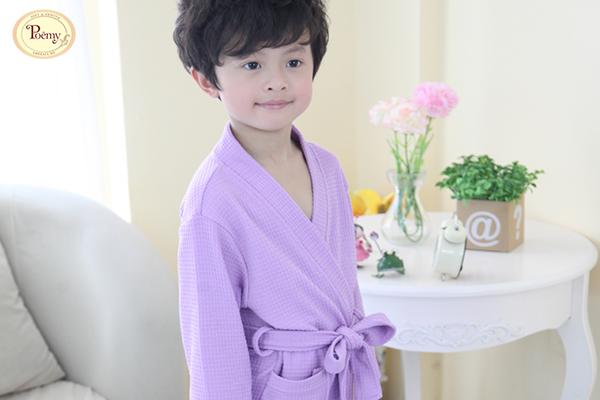 Áo choàng tắm Poêmy cho bé được sản xuất với công nghệ hiện đại tuyết đối an toàn với trẻ em.