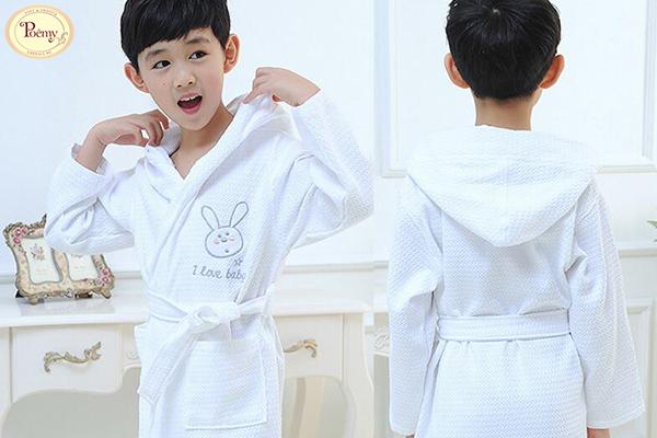 Áo choàng tắm Poêmy cho bé có thể mua trực tiếp hay online vô cùng tiện lợi.