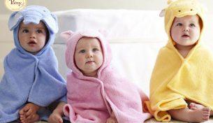 Tiện đủ đường khi mẹ mua khăn choàng tắm có mũ cho bé