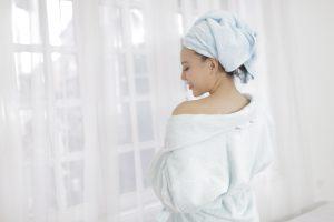Luôn mang khăn tắm, khăn lau tóc